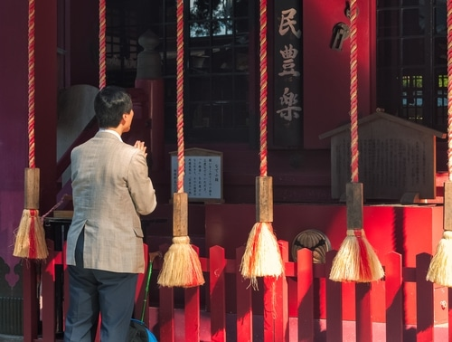 10 bizarre japanese superstitions